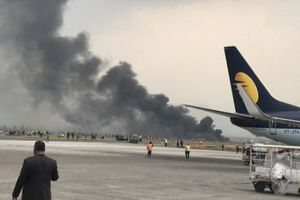 Máy bay chở 78 người rơi ở sân bay quốc tế Nepal, có thương vong