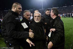 Choáng khi ông bầu PAOK xách súng xuống sân, giải Hy Lạp đình hoãn vô thời hạn