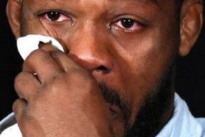 Sau nhiều kịch tính, võ sĩ UFC Jon Jones vẫn phải nhận án phạt nặng
