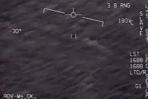 Khoảnh khắc phi công Hải quân Mỹ chạm trán vật thể nghi UFO