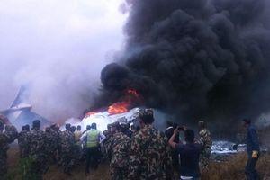Ít nhất 50 người chết trong vụ máy bay Bangladesh bốc cháy