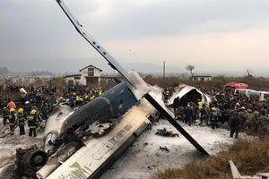 Phi cơ chở 71 người rơi trong khi hạ cánh ở Nepal