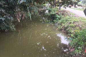 Xin bố mẹ đi chơi, hai em học sinh chết đuối thương tâm dưới mương nước