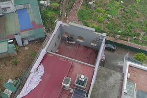 Chùm ảnh: Công nhân tháo dỡ phần xây dựng trái phép ở biệt thự của ông Nguyễn Thanh Hóa