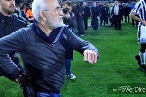 Bị tước bàn thắng, chủ tịch CLB mang súng xuống sân đòi bắn trọng tài
