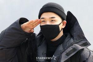 Taeyang (Big Bang) quỳ gối chia tay fan, lên đường nhập ngũ