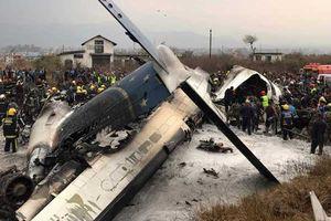 Video hiện trường thảm khốc vụ máy bay Bangladesh rơi tại Nepal