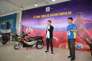 Đến giờ quà của Suzuki Việt Nam mới tới tay tuyển thủ Quang Hải