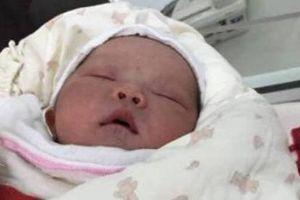 Thái Bình: Bé trai sơ sinh nặng 3,3kg bị bỏ rơi trong thùng carton