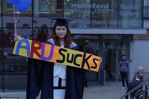 Nữ sinh viên châu Á đòi trường đại học bồi thường 1,8 tỷ đồng vì 'bằng tốt nghiệp loại giỏi không có giá trị'