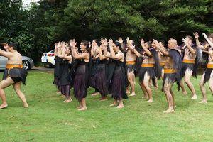Thổ dân Maori trình diễn múa dao truyền thống đón Thủ tướng Nguyễn Xuân Phúc