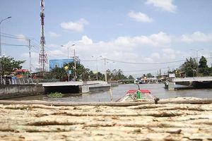 Xây cầu làm nghẽn 'thủy lộ' của dân