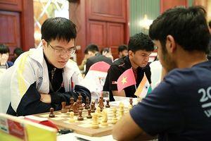 Lê Quang Liêm lại hòa, kỳ thủ Hà Nội xuất sắc chiếm ngôi đầu