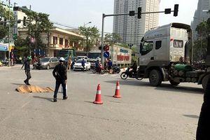 Xe máy bị cuốn vào gầm xe đầu kéo, một phụ nữ tử vong tại chỗ