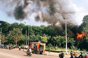 Cháy lớn tiệm massage, khu nhà gỗ rộng 100m2 thành than