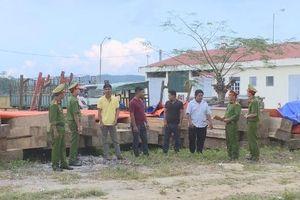 Xuyên đêm bắt nhóm đối tượng vận chuyển gỗ lậu tại Đắk Lắk