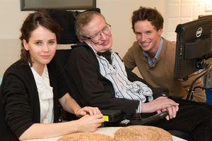 Eddie Redmayne: 'Stephen Hawking là người hài hước nhất mà tôi gặp trong đời'