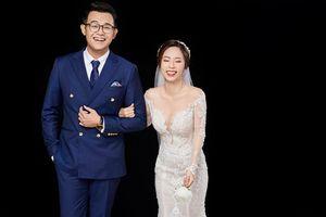 MC 'Chúng tôi là chiến sĩ' tung ảnh cưới, 'khéo khoe' vợ xinh như hotgirl