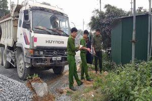 Hà Tĩnh: Hy hữu xe tải không người lái đâm chết người tại mỏ đá