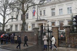 Anh trục xuất 23 nhà ngoại giao Nga, tẩy chay World Cup