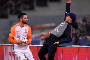 Cầu thủ Shakhtar gây phẫn nộ khi đẩy người nhặt bóng ngã lộn nhào