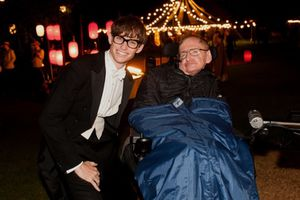 Ngôi sao 'Thuyết vạn vật' gửi lời tri ân Stephen Hawking