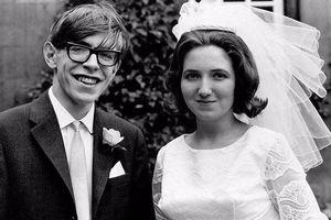 Chuyện tình đẹp nhưng không trọn vẹn của Stephen Hawking