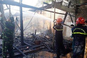 Cháy cơ sở massage Bình An, hơn 100m2 nhà gỗ bị thiêu rụi