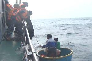 Kịp thời cứu 7 thuyền viên tàu QB 92147 TS bị chìm trên vùng biển Quảng Bình