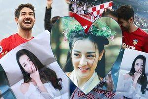 Cựu tiền đạo AC Milan mang ảnh mỹ nữ Tân Cương vào sân cỏ