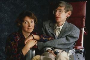 Những điều trùng hợp kỳ lạ trong cuộc đời nhà bác học thiên tài Stephen Hawking
