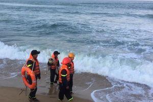 Tìm thấy thi thể nạn nhân bị sóng cuốn ra xa ở Bình Định