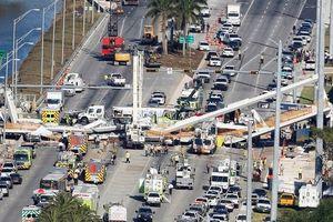 Mỹ: Cầu đi bộ đổ sập xuống đường cao tốc 8 làn xe