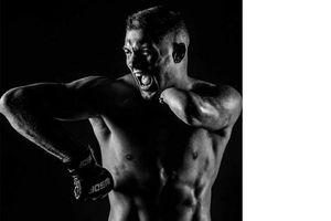 'Độc thủ đại hiệp' chiến thắng ngoạn mục trong lần tái xuất sàn đấu MMA