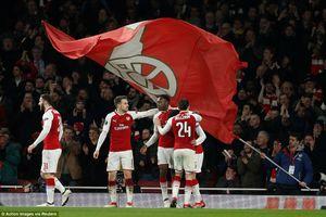 Welbeck lập cú đúp, Arsenal vào tứ kết Europa League