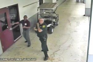 Không tiếp cận hiện trường vụ xả súng làm 17 người chết, viên cảnh sát Mỹ bị điều tra