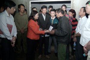 Hà Giang thăm hỏi, hỗ trợ gia đình cháu bé 3 tuổi tử vong do hỏa hoạn