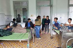 3 người chết nghi ngộ độc rượu, cả làng kéo đến bệnh viện kiểm tra