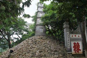 Tranh luận 'nóng' xung quanh việc Tháp Bút Hồ Gươm sẽ được 'nhuộm xanh'