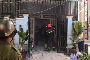 Công an giải cứu người đàn ông ôm bình gas, đổ xăng dọa đốt nhà mẹ vợ