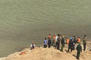 Vụ 9 cửu vạn đuối nước trên sông Hồng: Đã tìm thấy thi thể cuối cùng