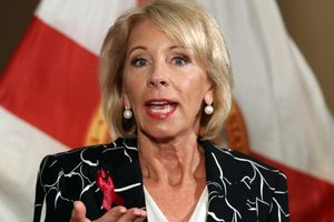 Mỹ chi 500 triệu USD bảo đảm trường học khỏi bạo lực súng đạn