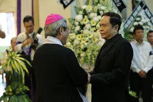 Đoàn UBTƯ MTTQ Việt Nam viếng Tổng Giám mục Phaolô Bùi Văn Đọc