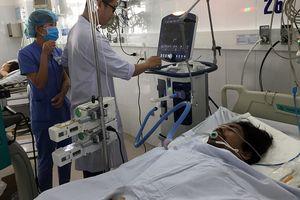 Nghi ngộ độc rượu, hàng chục người vào viện kiểm tra sức khỏe