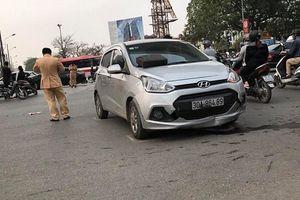 Ô tô đâm trực diện vào xe máy khiến một phụ nữ bị thương nặng
