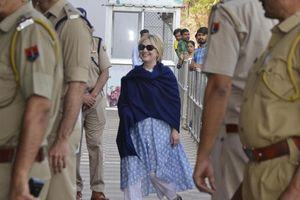 Bà Clinton nhập viện chớp nhoáng ở Ấn Độ
