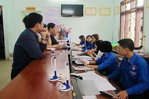 Đoàn thanh niên Sở Tư pháp Quảng Trị tình nguyện làm thứ 7 để giúp người dân