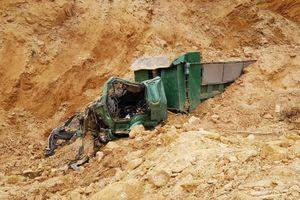 Hà Nội: Sập mỏ đất trái phép, tài xế bị vùi lấp tử vong