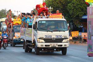 U.19 Đồng Tháp diễu hành mừng ngôi vô địch
