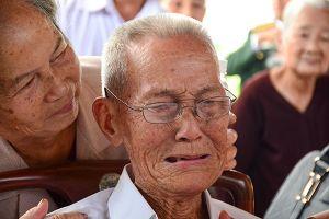 Người dân quê nhà nghẹn ngào nước mắt tiếc thương bác Sáu Khải